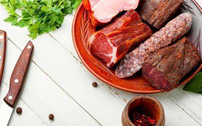 Jak peklować mięso? Pyszne i domowe wyroby